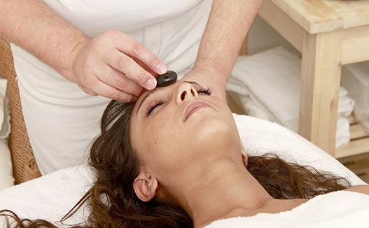 ماساژ درمانی طب سنتی با سنگ گرم چه مزایایی دارد؟